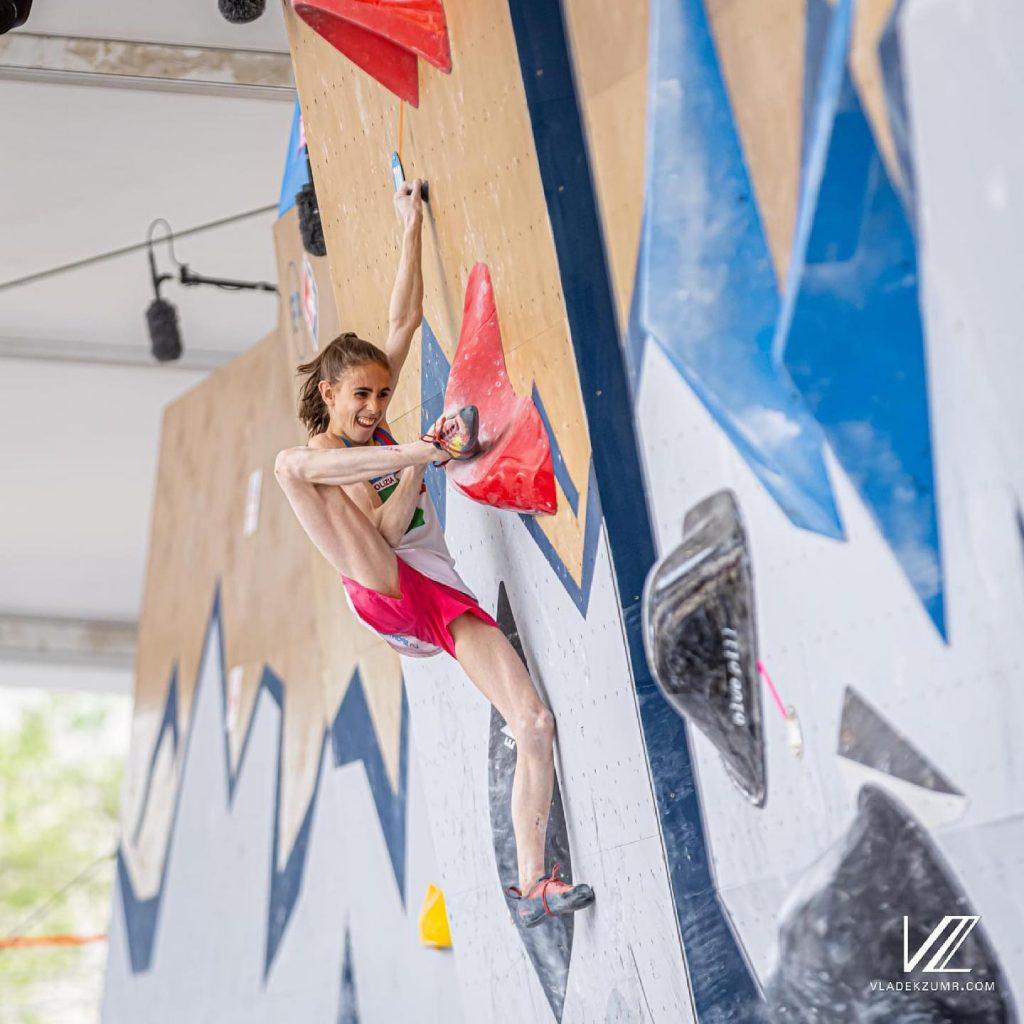 Laura Rogora in azione sui boulder della Coppa del Mondo a Salt Lake City
